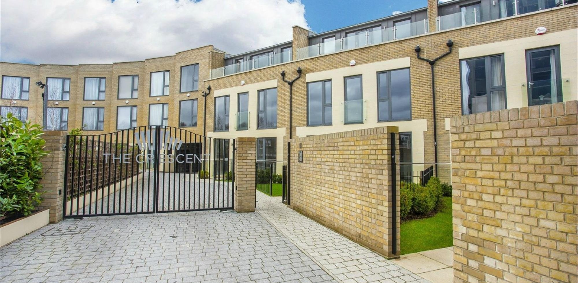 House To Rent in The Crescent, Gunnersbury Mews, Chiswick